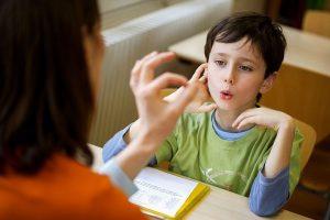 برخی نکات درباره ی رشد مهارت های گفتار و زبان کودک